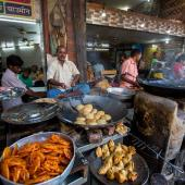 GASTRONOMY ON THE STREETS OF VARANASI